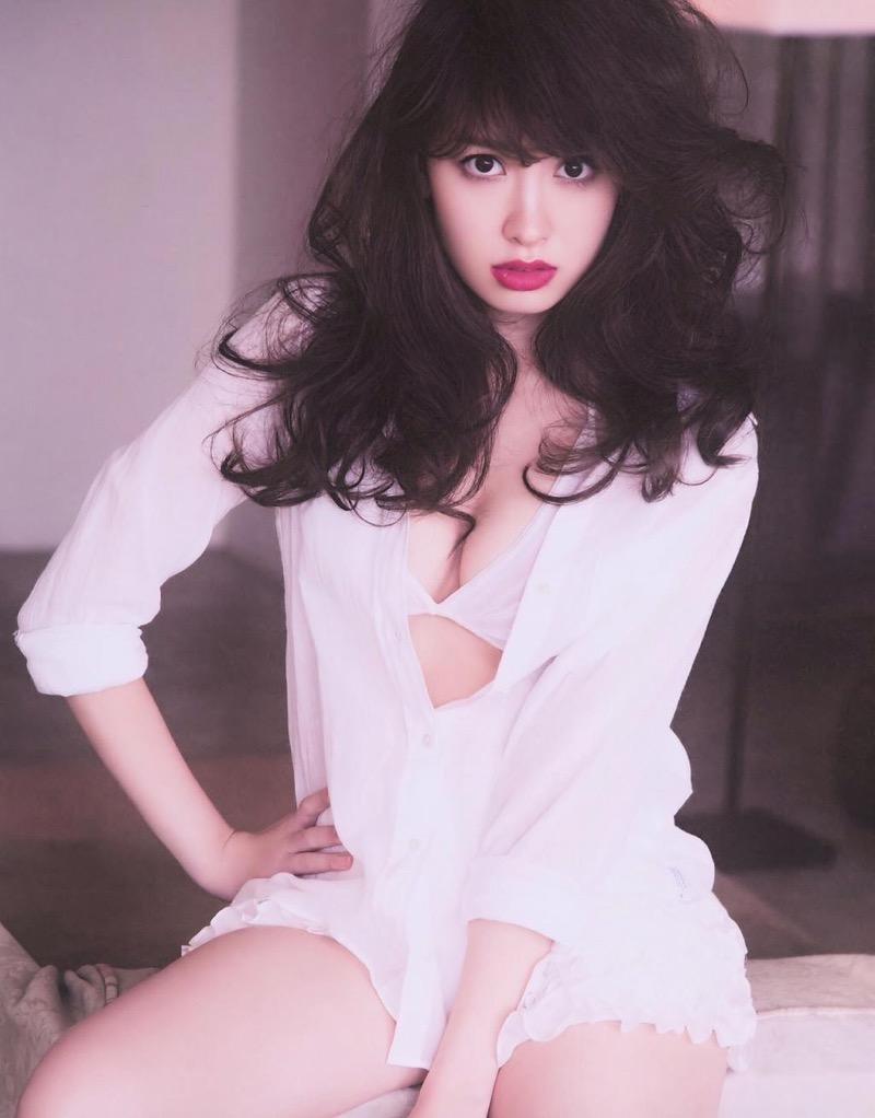 【小嶋陽菜グラビア画像】芸歴20周年目前の元AKB48アイドルが見せた谷間チラリ画像がこちら 60