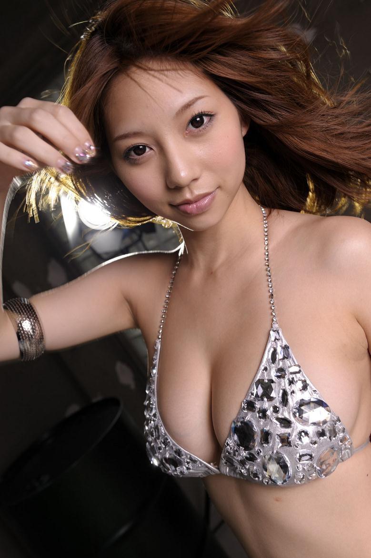 【小泉麻耶エロ画像】ちょっとケバいけどギャル系好きならオカズになりそうなグラビアアイドル 19