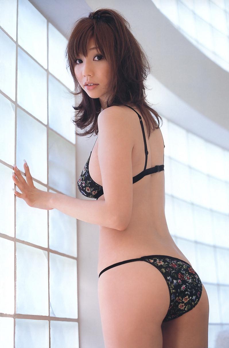 【小泉麻耶エロ画像】ちょっとケバいけどギャル系好きならオカズになりそうなグラビアアイドル 41
