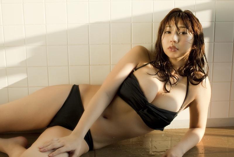 【小泉麻耶エロ画像】ちょっとケバいけどギャル系好きならオカズになりそうなグラビアアイドル 72
