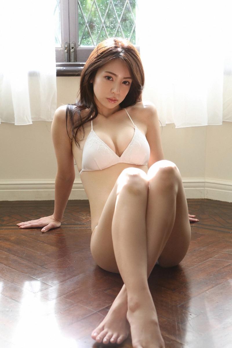 【仲村美海エロ画像】逸材すぎる遅咲きグラビアアイドルのセクシーな谷間全開Ecupボディ! 30
