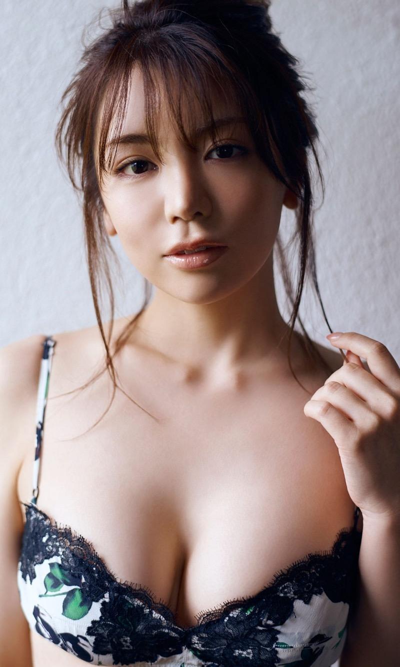 【仲村美海エロ画像】逸材すぎる遅咲きグラビアアイドルのセクシーな谷間全開Ecupボディ! 36