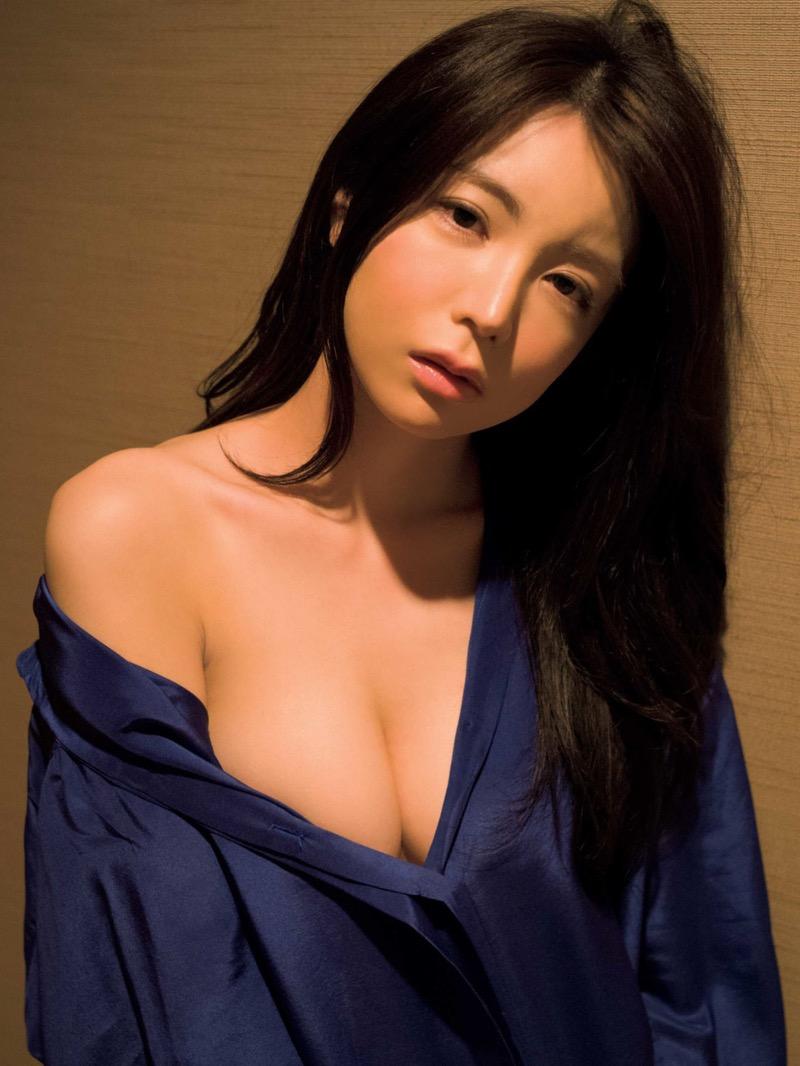 【仲村美海エロ画像】逸材すぎる遅咲きグラビアアイドルのセクシーな谷間全開Ecupボディ! 43