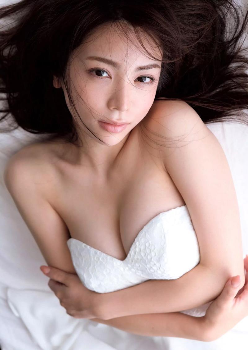 【仲村美海エロ画像】逸材すぎる遅咲きグラビアアイドルのセクシーな谷間全開Ecupボディ! 47