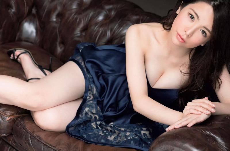 【仲村美海エロ画像】逸材すぎる遅咲きグラビアアイドルのセクシーな谷間全開Ecupボディ! 70
