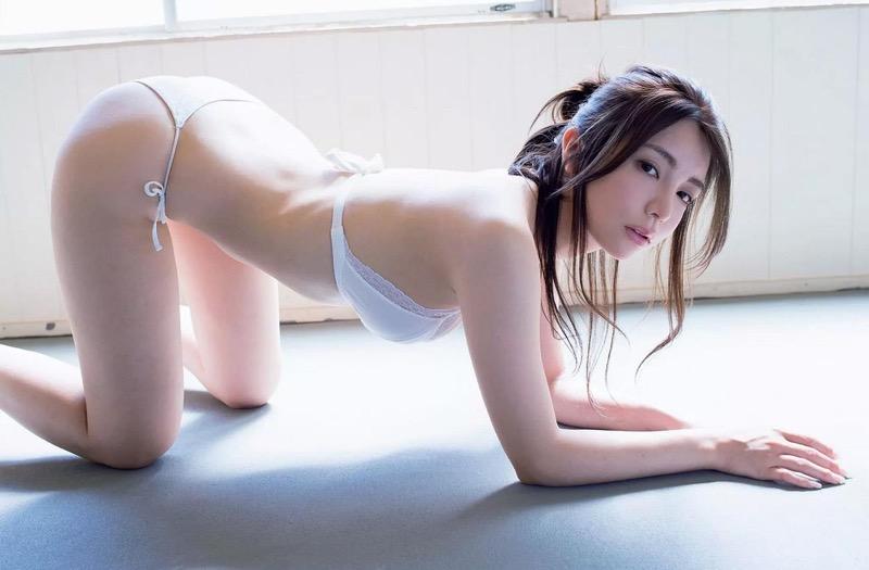 【仲村美海エロ画像】逸材すぎる遅咲きグラビアアイドルのセクシーな谷間全開Ecupボディ! 75