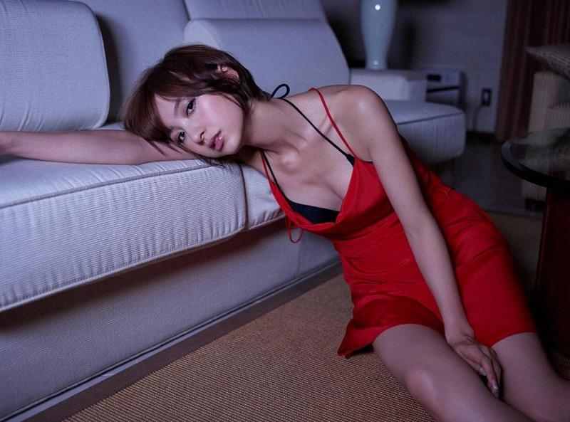 【篠田麻里子グラビア画像】共通の食生活が縁でスピード結婚をした彼女の手料理に疑惑の影が!? 48
