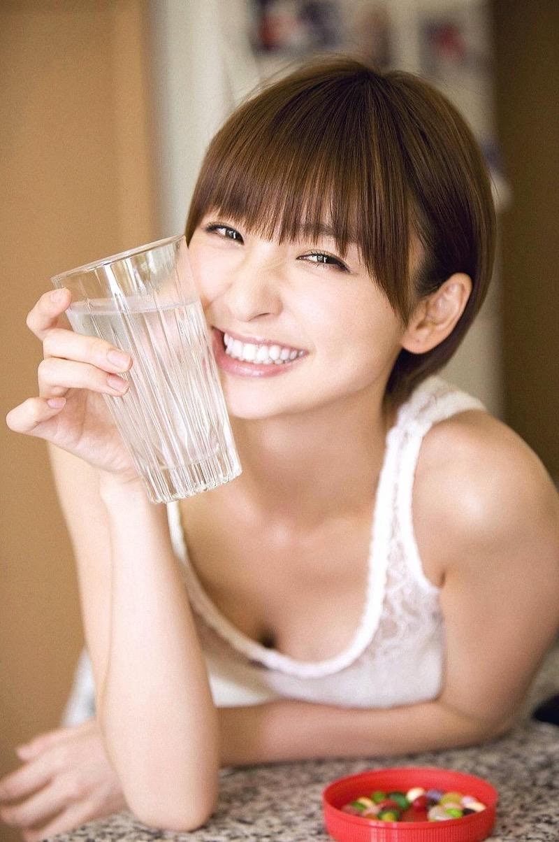 【篠田麻里子グラビア画像】共通の食生活が縁でスピード結婚をした彼女の手料理に疑惑の影が!? 74