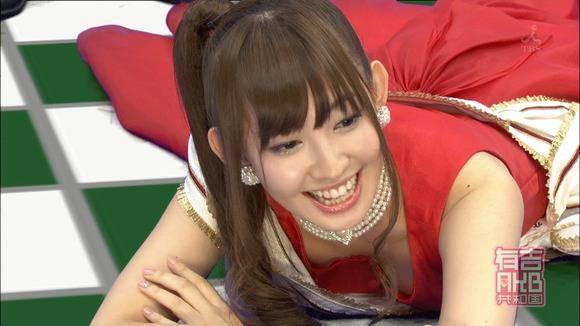 【放送事故エロ画像】テレビ放送中にタレントや女子アナが乳首が見えそうになってるんだがwwww 04