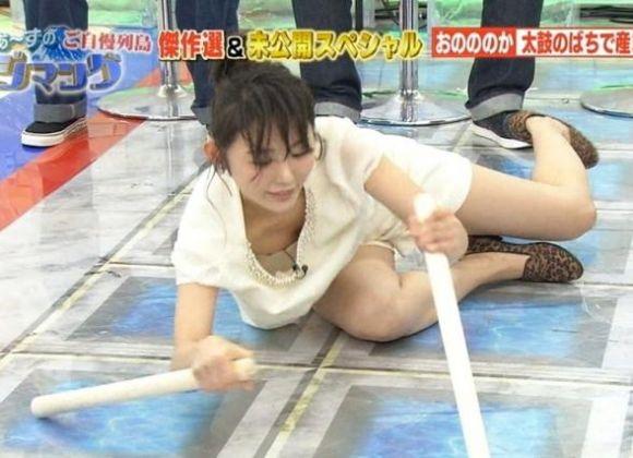 【放送事故エロ画像】テレビ放送中にタレントや女子アナが乳首が見えそうになってるんだがwwww 08