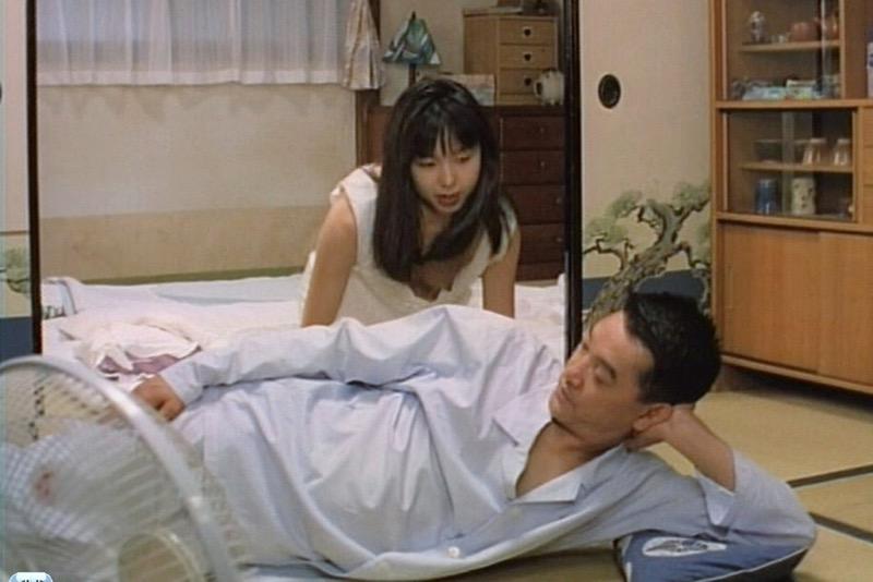 【放送事故エロ画像】テレビ放送中にタレントや女子アナが乳首が見えそうになってるんだがwwww 37
