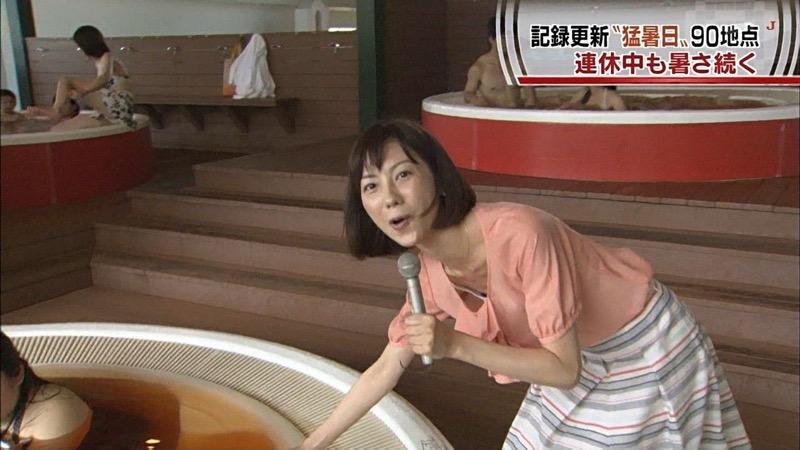 【放送事故エロ画像】テレビ放送中にタレントや女子アナが乳首が見えそうになってるんだがwwww 47