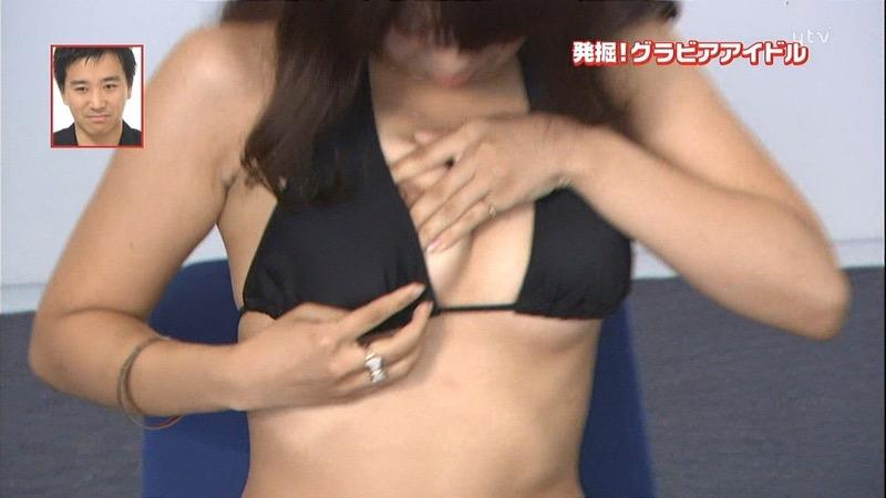 【放送事故エロ画像】テレビ放送中にタレントや女子アナが乳首が見えそうになってるんだがwwww 48