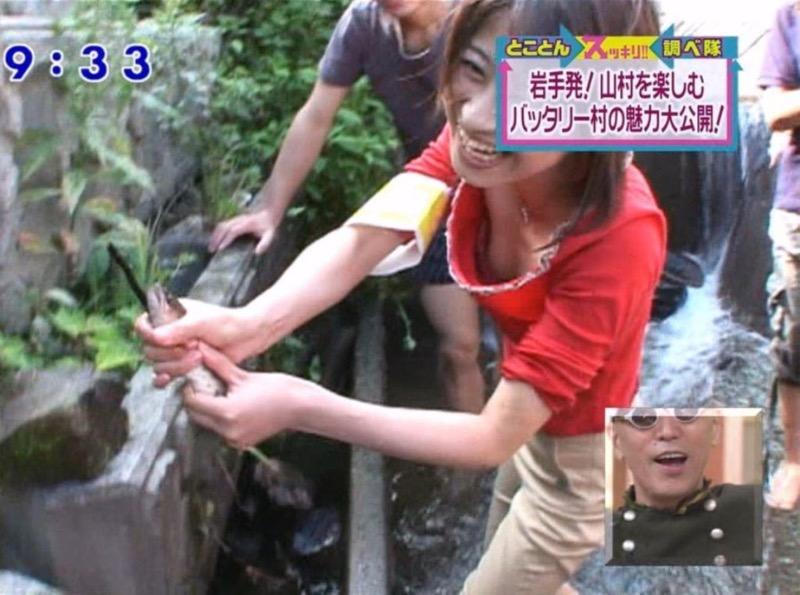 【放送事故エロ画像】テレビ放送中にタレントや女子アナが乳首が見えそうになってるんだがwwww 79