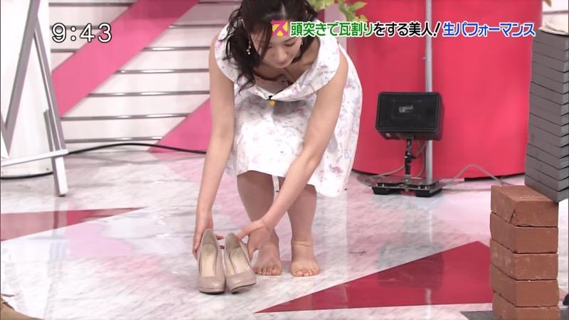 【放送事故エロ画像】テレビ放送中にタレントや女子アナが乳首が見えそうになってるんだがwwww 80