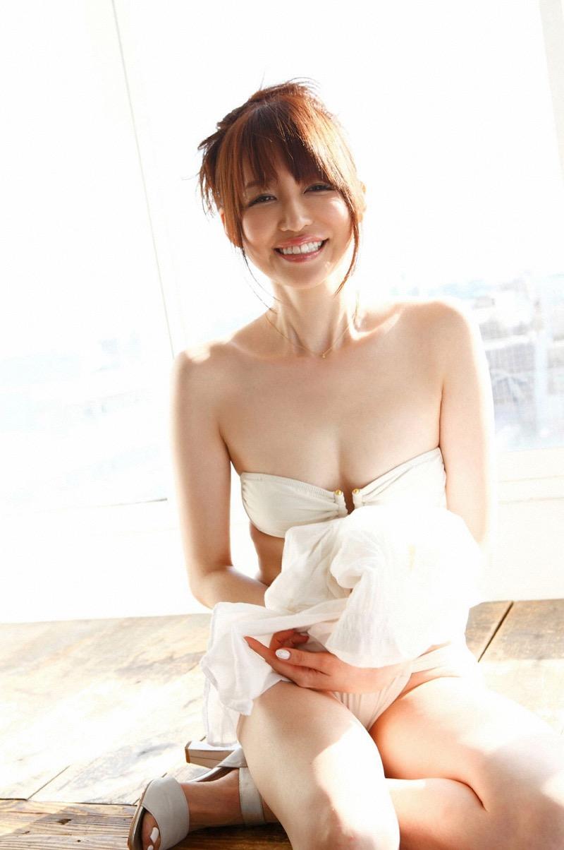 【女子アナ水着画像】本業以外で注目されてしまう美人女子アナの水着姿がグラドルレベルwwww 33