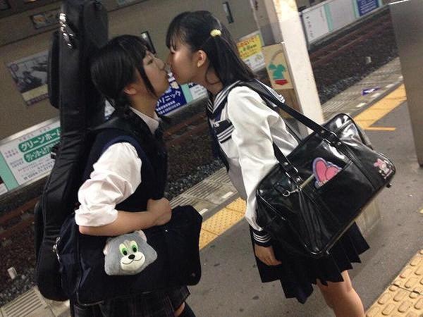 【レズエロ画像】女性同士で愛し合って唇や性器を重ね合う百合カップルのセックス画像 56