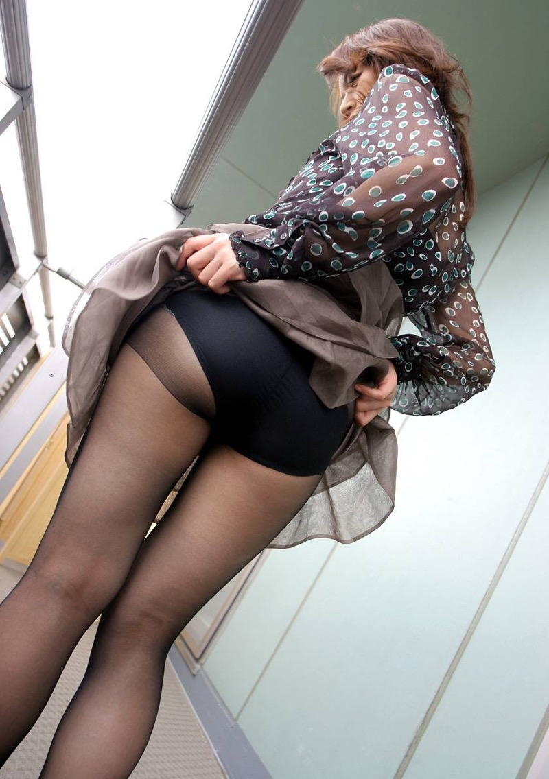 【パンストエロ画像】美脚や美尻にピッタリフィットしているパンティストッキングのフェチ画像 20