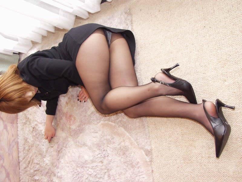 【パンストエロ画像】美脚や美尻にピッタリフィットしているパンティストッキングのフェチ画像 50