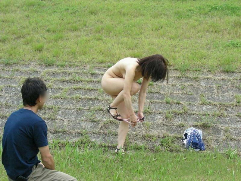 【着替え盗撮エロ画像】着替え女子があまりに無防備だったんでこっそり隠し撮りしたったwwww 40
