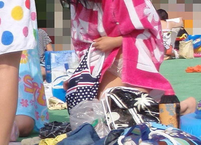 【着替え盗撮エロ画像】着替え女子があまりに無防備だったんでこっそり隠し撮りしたったwwww 50