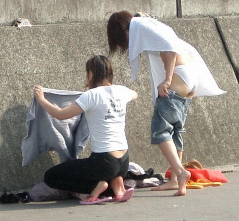 【着替え盗撮エロ画像】着替え女子があまりに無防備だったんでこっそり隠し撮りしたったwwww 55