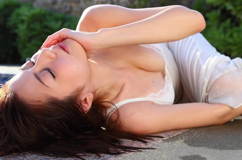【杉本有美グラビア画像】色白オッパイの谷間がエロくてチンコを突っ込みたくなるモデル美女!