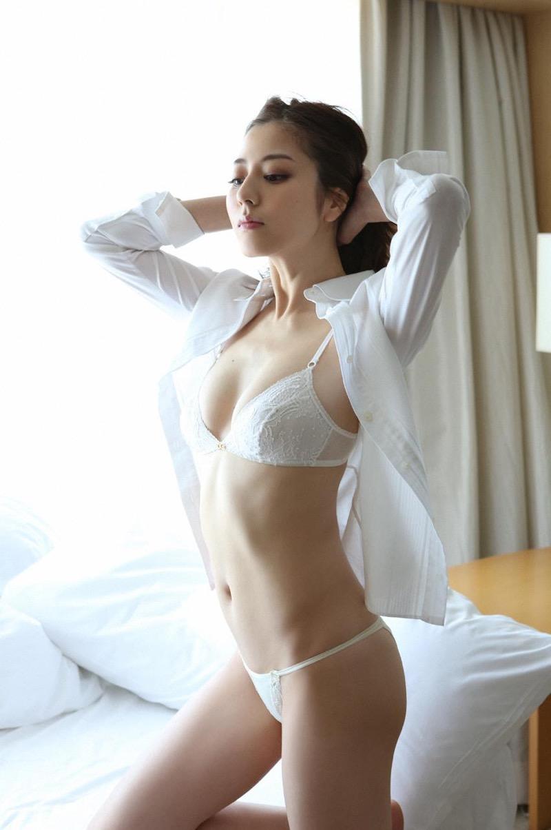【杉本有美グラビア画像】色白オッパイの谷間がエロくてチンコを突っ込みたくなるモデル美女! 26