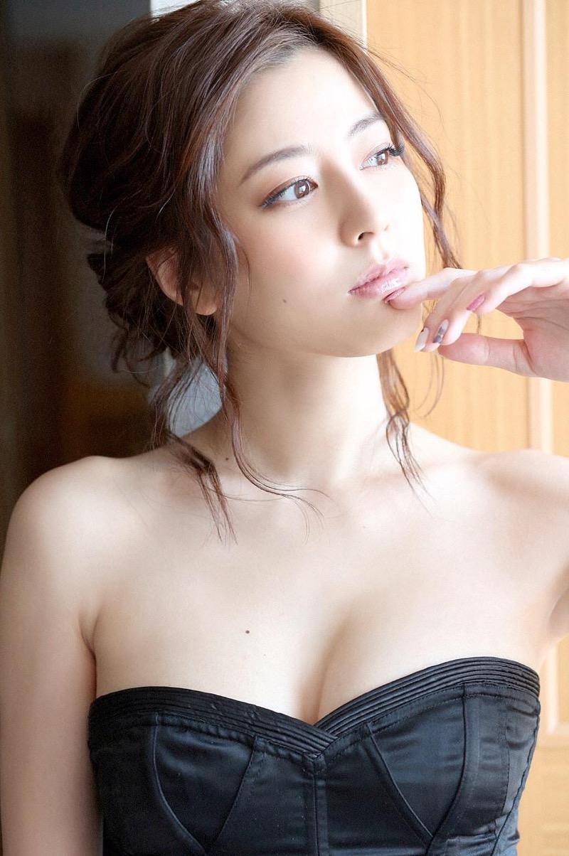 【杉本有美グラビア画像】色白オッパイの谷間がエロくてチンコを突っ込みたくなるモデル美女! 27