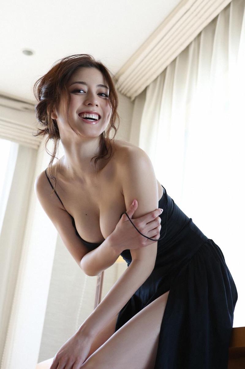 【杉本有美グラビア画像】色白オッパイの谷間がエロくてチンコを突っ込みたくなるモデル美女! 28