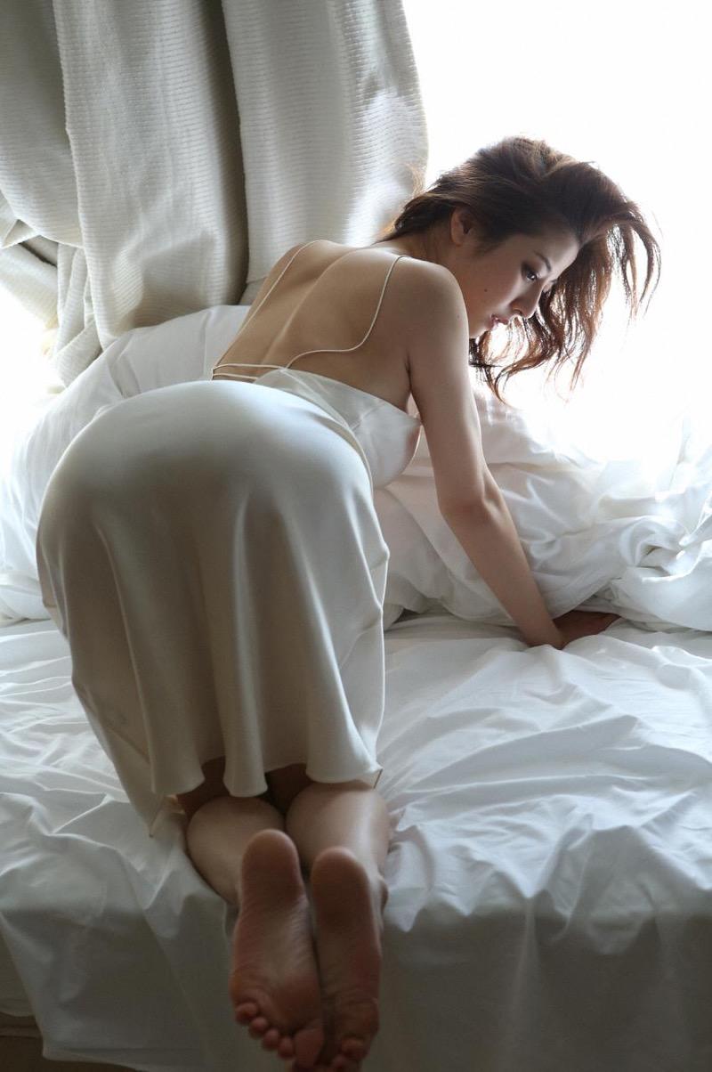 【杉本有美グラビア画像】色白オッパイの谷間がエロくてチンコを突っ込みたくなるモデル美女! 31