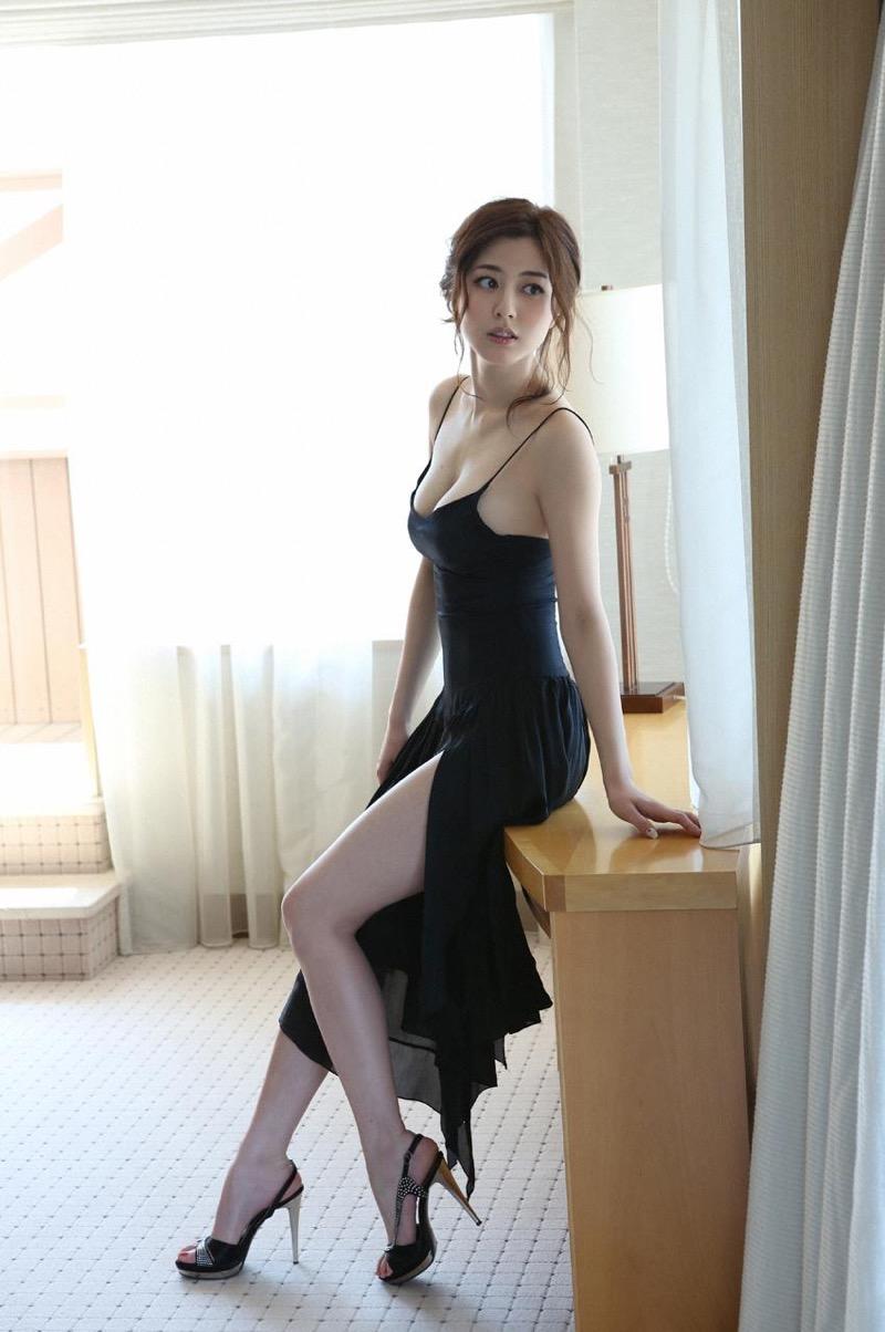 【杉本有美グラビア画像】色白オッパイの谷間がエロくてチンコを突っ込みたくなるモデル美女! 32