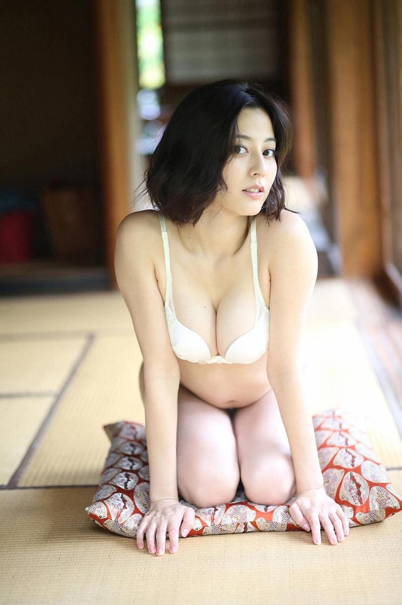 【杉本有美グラビア画像】色白オッパイの谷間がエロくてチンコを突っ込みたくなるモデル美女! 34