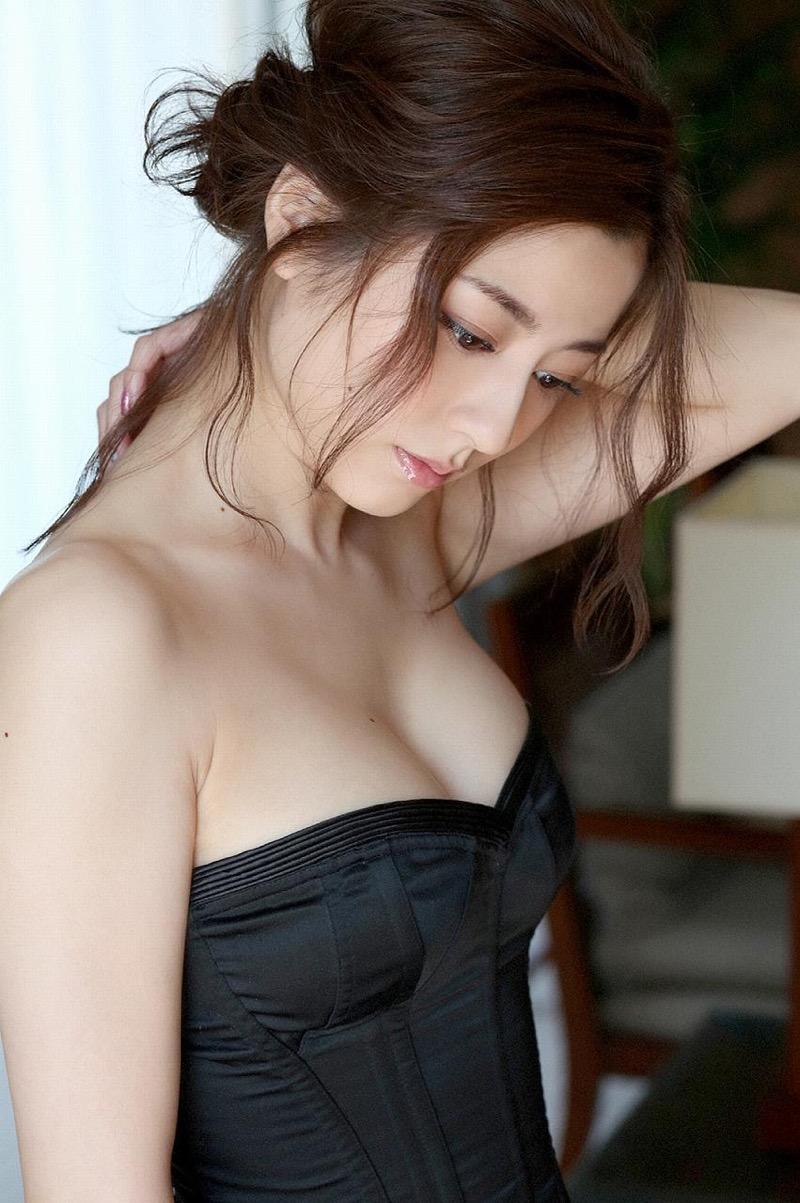 【杉本有美グラビア画像】色白オッパイの谷間がエロくてチンコを突っ込みたくなるモデル美女! 53