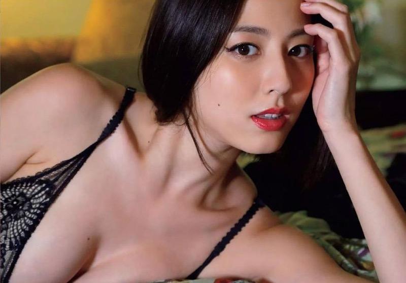 【杉本有美グラビア画像】色白オッパイの谷間がエロくてチンコを突っ込みたくなるモデル美女! 67