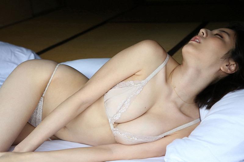 【杉本有美グラビア画像】色白オッパイの谷間がエロくてチンコを突っ込みたくなるモデル美女! 72