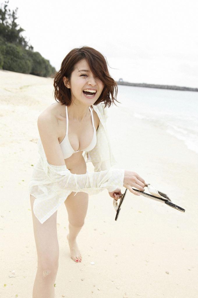 【鈴木ちなみビキニ画像】美人ファッションモデルのグラドルにも負けないセクシーなエロ水着姿 15