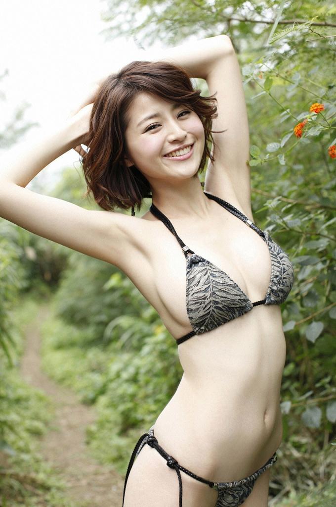 【鈴木ちなみビキニ画像】美人ファッションモデルのグラドルにも負けないセクシーなエロ水着姿 16