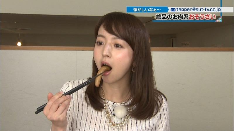 【疑似フェラ画像】食べ物をまるでフェラチオしてるみたいに舐めて頬張る女がエロ過ぎたwwww 61