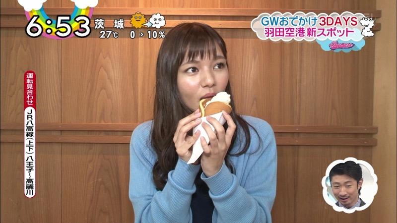 【疑似フェラ画像】食べ物をまるでフェラチオしてるみたいに舐めて頬張る女がエロ過ぎたwwww 64
