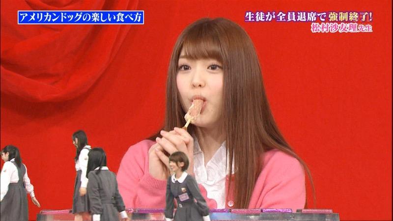 【疑似フェラ画像】食べ物をまるでフェラチオしてるみたいに舐めて頬張る女がエロ過ぎたwwww 68