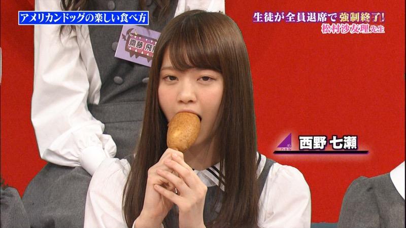 【疑似フェラ画像】食べ物をまるでフェラチオしてるみたいに舐めて頬張る女がエロ過ぎたwwww 69
