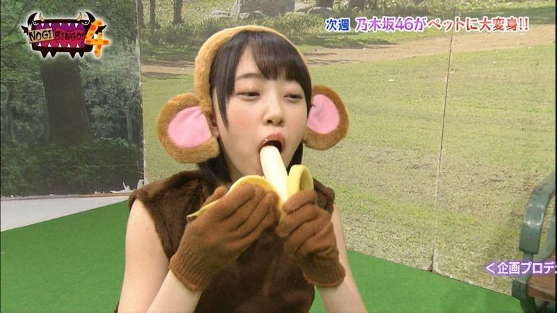 【疑似フェラ画像】食べ物をまるでフェラチオしてるみたいに舐めて頬張る女がエロ過ぎたwwww 71