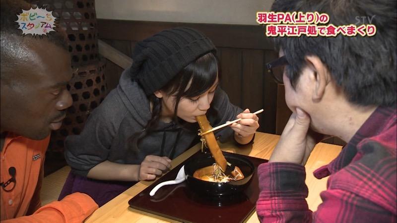 【疑似フェラ画像】食べ物をまるでフェラチオしてるみたいに舐めて頬張る女がエロ過ぎたwwww 73