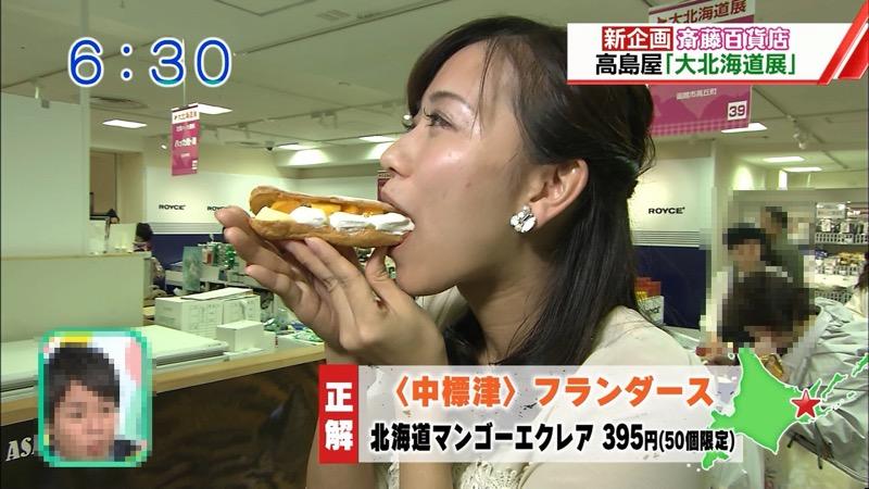 【疑似フェラ画像】食べ物をまるでフェラチオしてるみたいに舐めて頬張る女がエロ過ぎたwwww 76