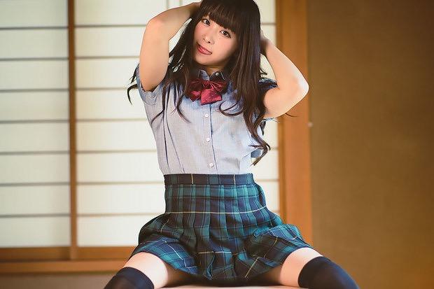 【真島なおみエロ画像】ドール系美少女と呼ばれるスタイル抜群な9頭身の高身長グラビアアイドル