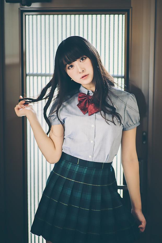 【真島なおみエロ画像】ドール系美少女と呼ばれるスタイル抜群な9頭身の高身長グラビアアイドル 03