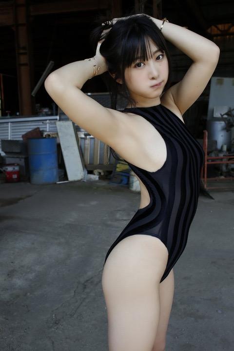 【真島なおみエロ画像】ドール系美少女と呼ばれるスタイル抜群な9頭身の高身長グラビアアイドル 23