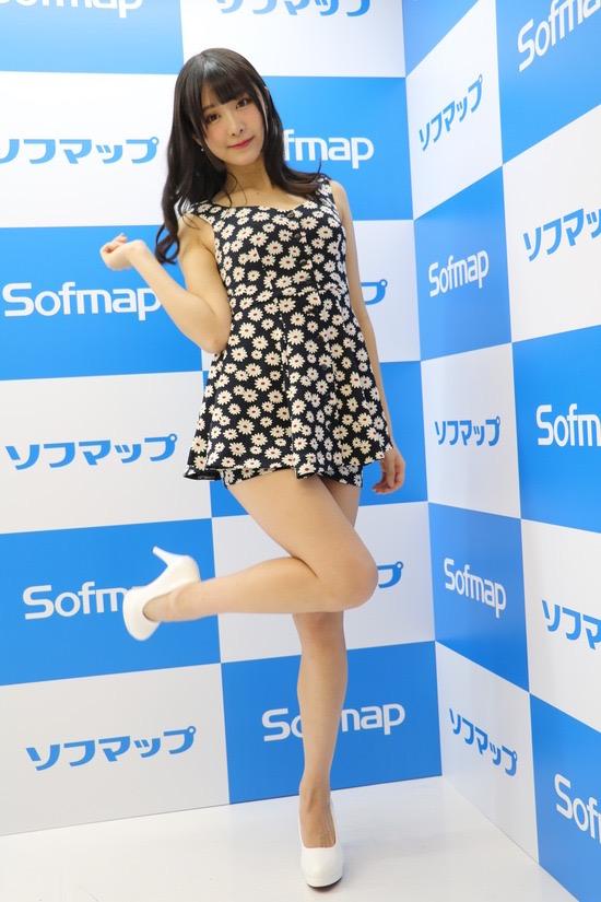【真島なおみエロ画像】ドール系美少女と呼ばれるスタイル抜群な9頭身の高身長グラビアアイドル 52