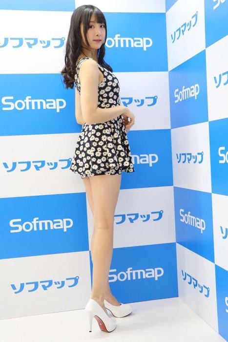 【真島なおみエロ画像】ドール系美少女と呼ばれるスタイル抜群な9頭身の高身長グラビアアイドル 53